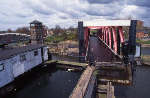 LL&C - Barton Aqueduct